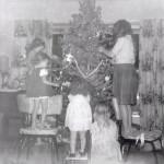 4 Decorating the tree