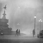 Heavy smog in Piccadilly Circus, London, December 1952. (Photo by Central Press/Hulton Archive/Getty Images)