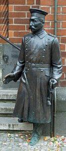 wilhelm-voigt-statue
